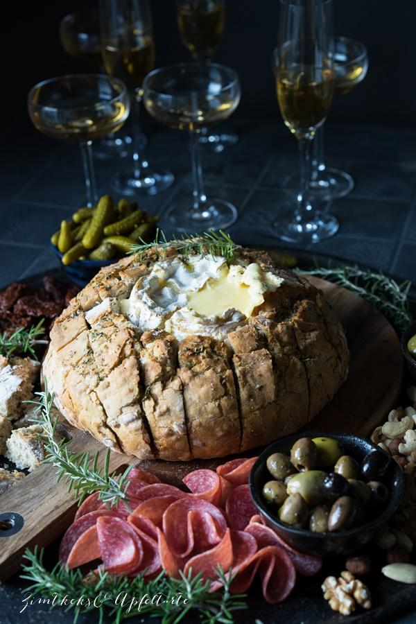 Toll zum Apero - Camembert im Brot - super schnell super einfach - Rezept von ZimtkeksundApfeltarte.com