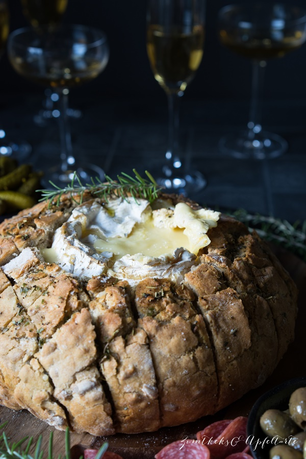 Zum Aperitif - Camembert im Brot - Rezept von Zimtkeksundapfeltarte.com