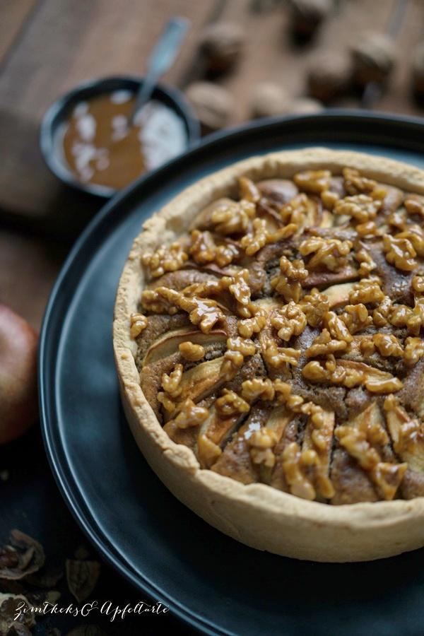 Apfel-Walnusskuchen mit karamellsierten Walnüssen - toller Herbst- und Winterkuchen