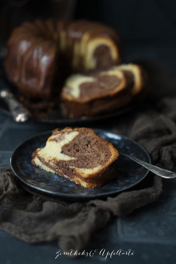 Einfaches Rezept für einen Eierlikör-Marmorkuchen - saftig und lecker