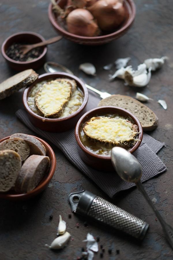 Schnelles Rezept für Französische Zwiebelsuppe - einfach und lecker