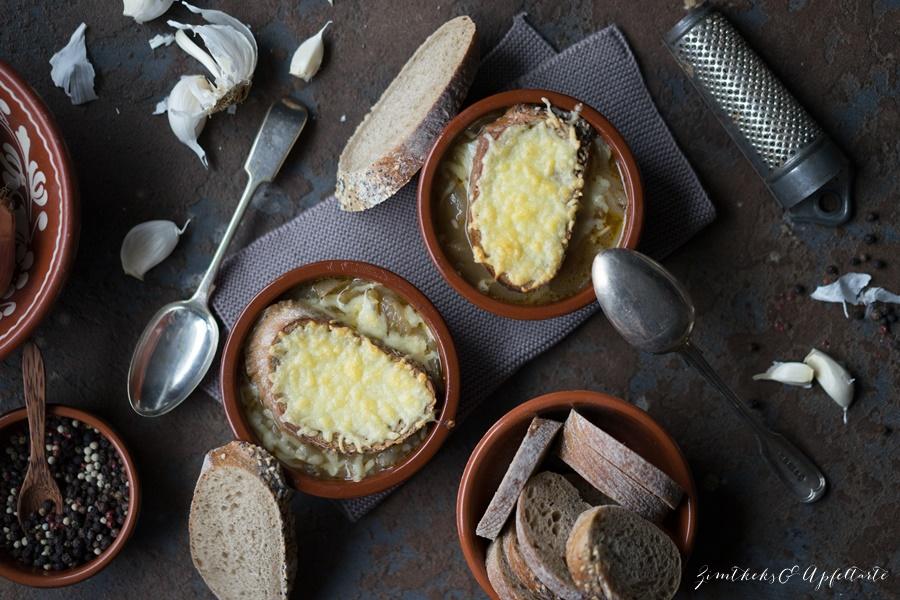 Einfaches und schnelles Rezept für Französische Zwiebelsuppe - ZimtkeksundApfeltarte.com