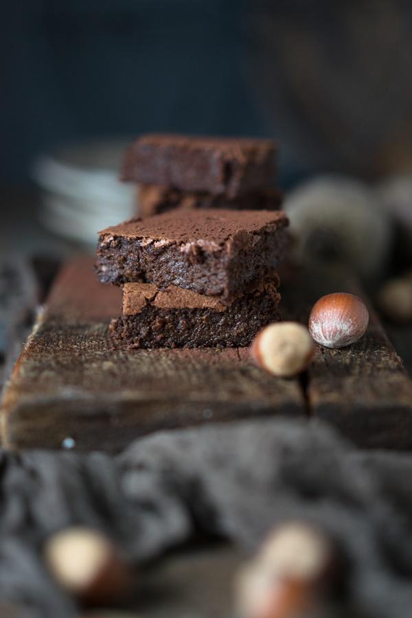 Low Carb Rote-Bete-Brownies mit Haselnüssen - lecker und schnell gebacken