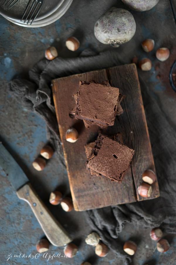 Low Carb Rote-Bete-Brownies mit Haselnüssen Rezept von Zimtkeksundapfeltarte.com