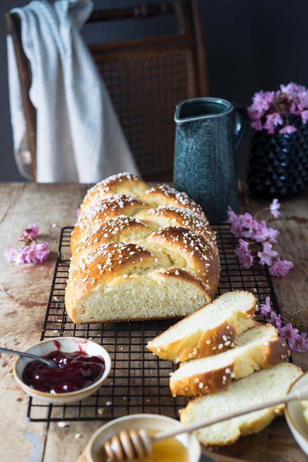 Rezept für den perfekten fluffigen Hefezopf - Zimtkeks und Apfeltarte