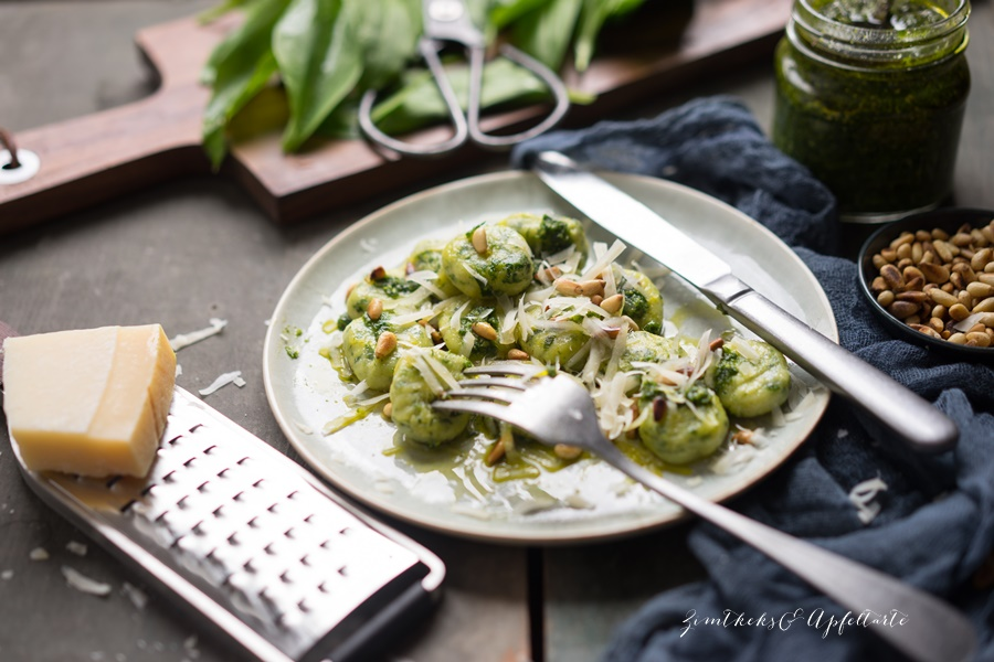 Bärlauch Gnocci mit Bärlauch Pesto und Pinienkernen