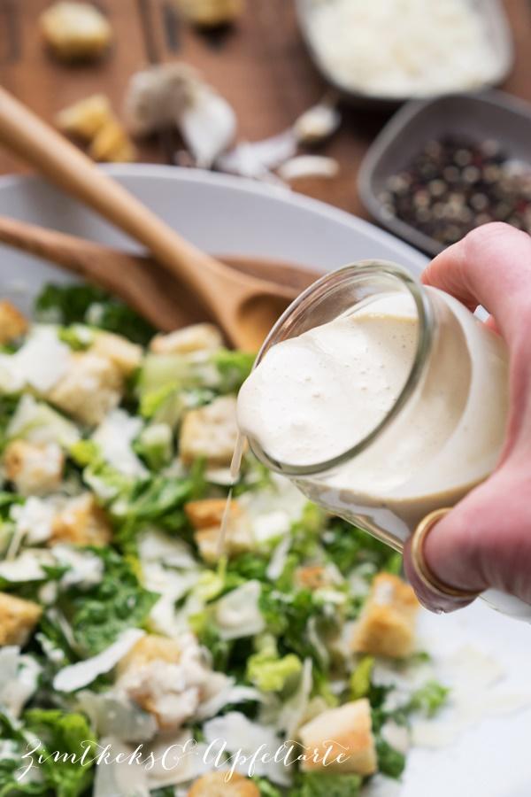 Klassischer Ceasar Salat / Ceasar Salad Dressing - Rezept von ZimtkeksundApfeltarte.com