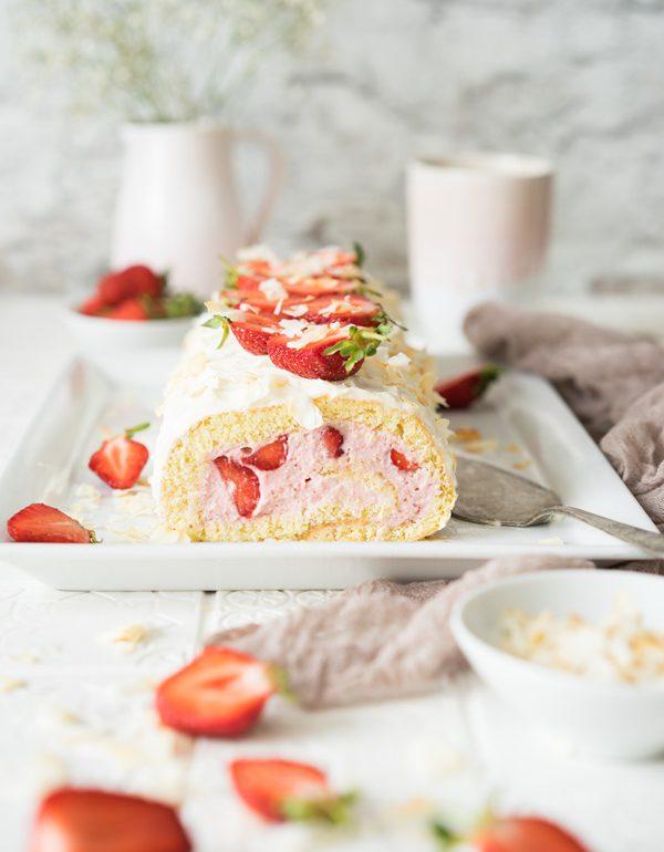 Erdbeer Kokos Biskuitrolle - einfaches Rezept