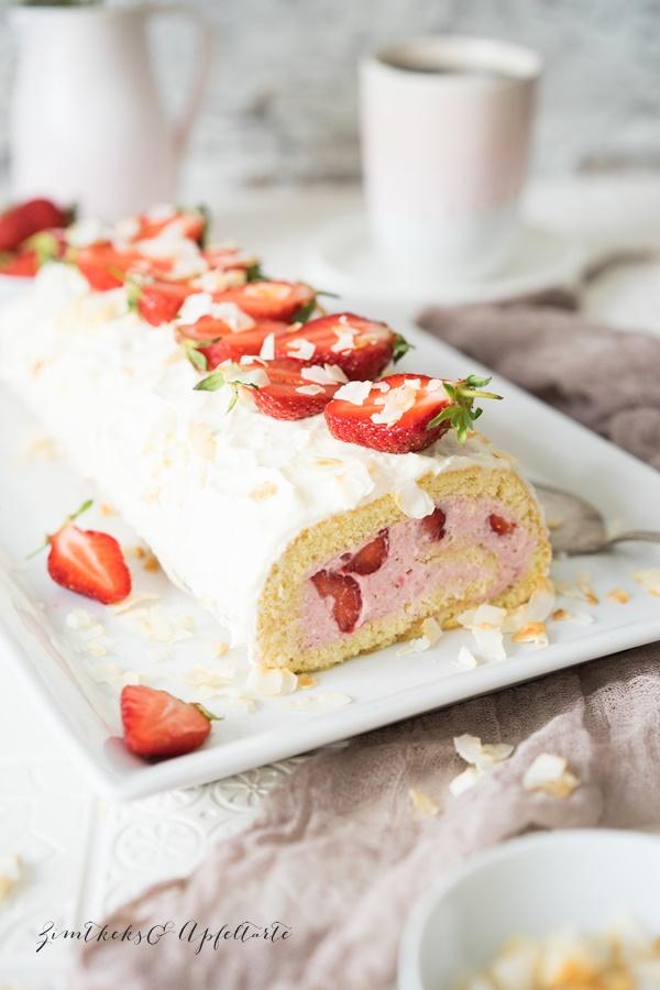 Erdbeer Kokos Biskuitrolle mit Frischkäse ganz einfaches Rezept