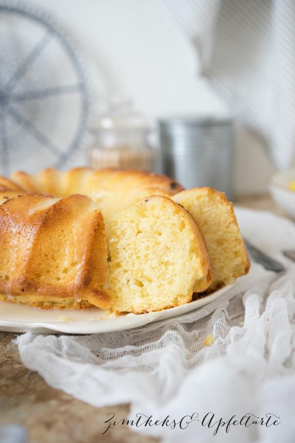 Weltbester saftiger Zitronenkuchen mit Joghurt - ganz einfaches und schnelles Rezept