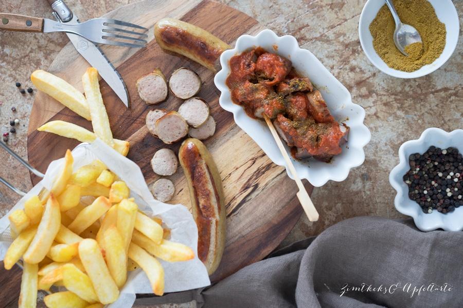 Hausgemachte Currywurst-Soße mit knusprigen Pommes - lecker und einfach