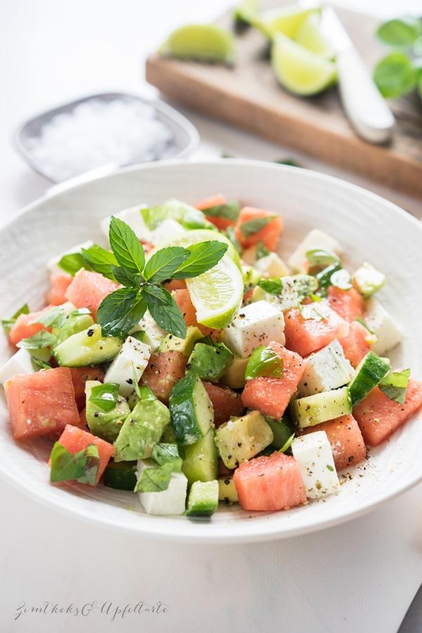 Melonen Feta Salat mit Avocado - ganz einfacher Sommersalat
