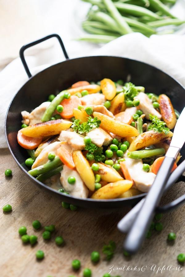 Einfaches und gelingsicheres Rezept für shnelle Schupfnudelpfanne mit Hühnchen und Gemüse