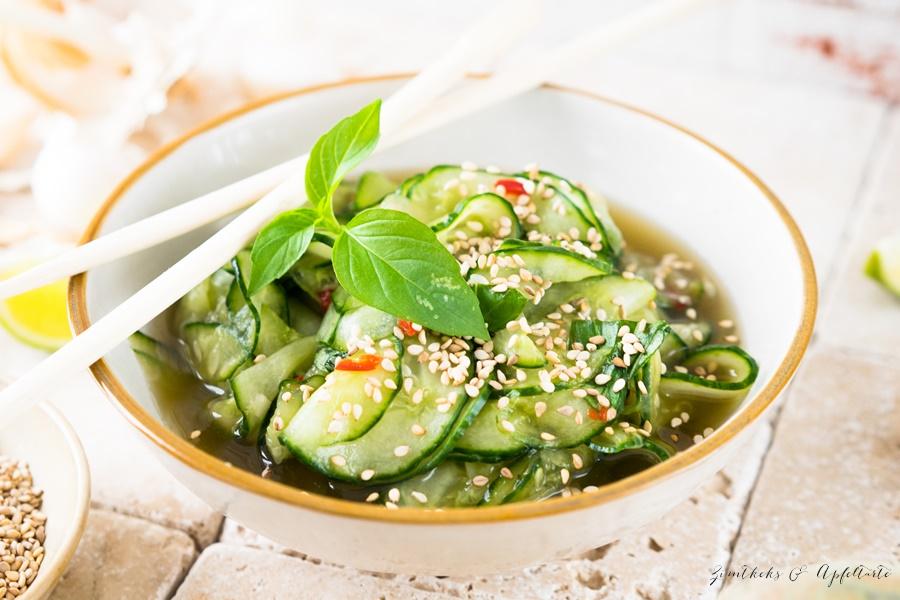 Schmeckt wie im Restaurant: Saté Spiesse mit Erdnusssauce und Thai Gurkensalat