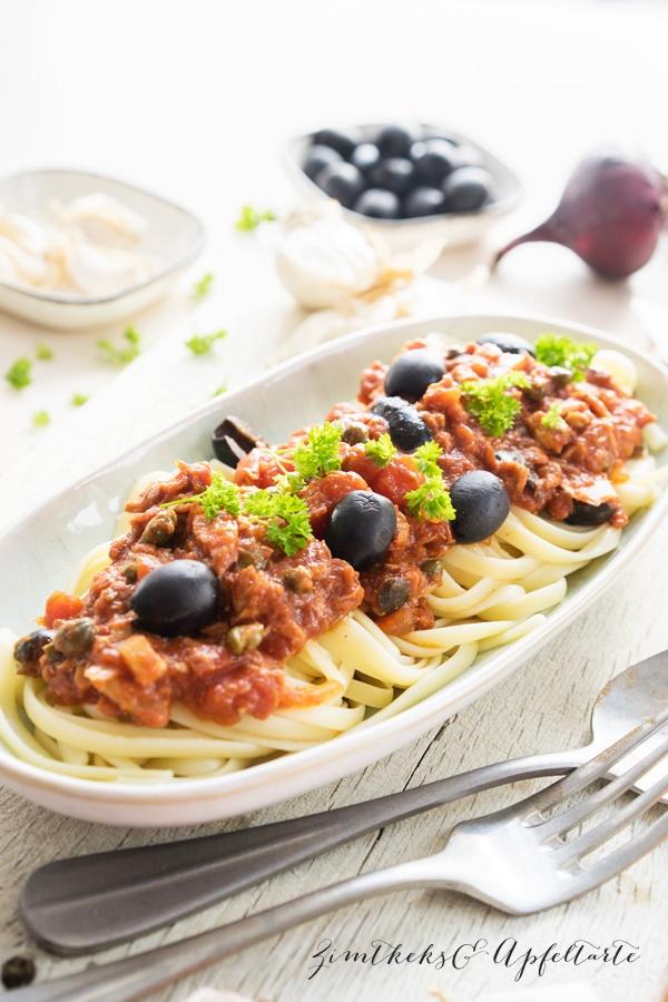 Ganz einfaches Rezept für Pasta alla Puttanesca mit Thunfisch