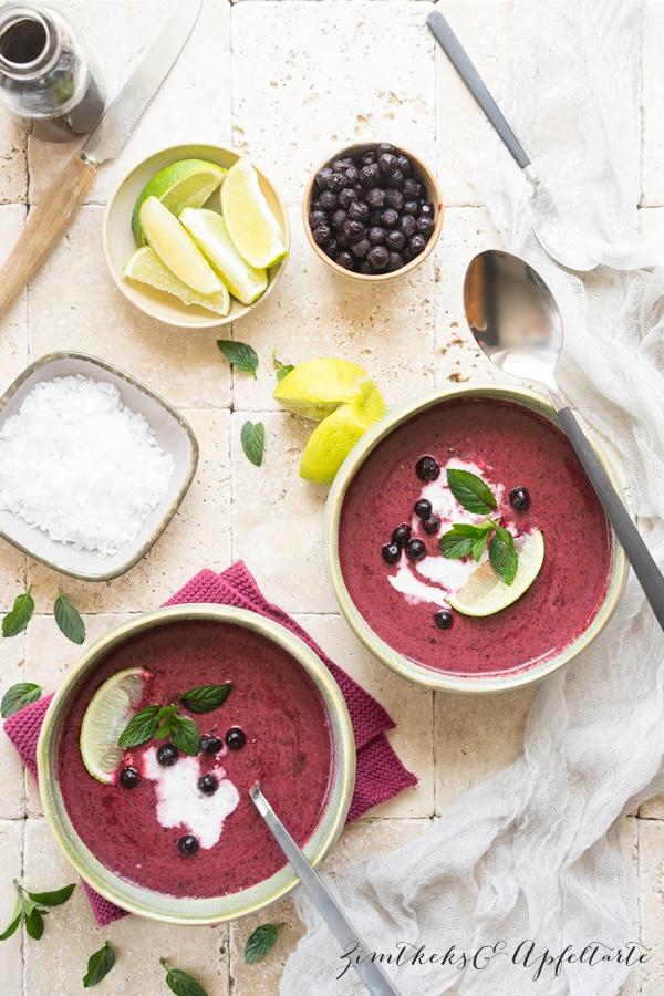 Sommerliche Blaubeer Minze Suppe - kalt serviert, super erfrischend - Zimtkeks und Apfeltarte