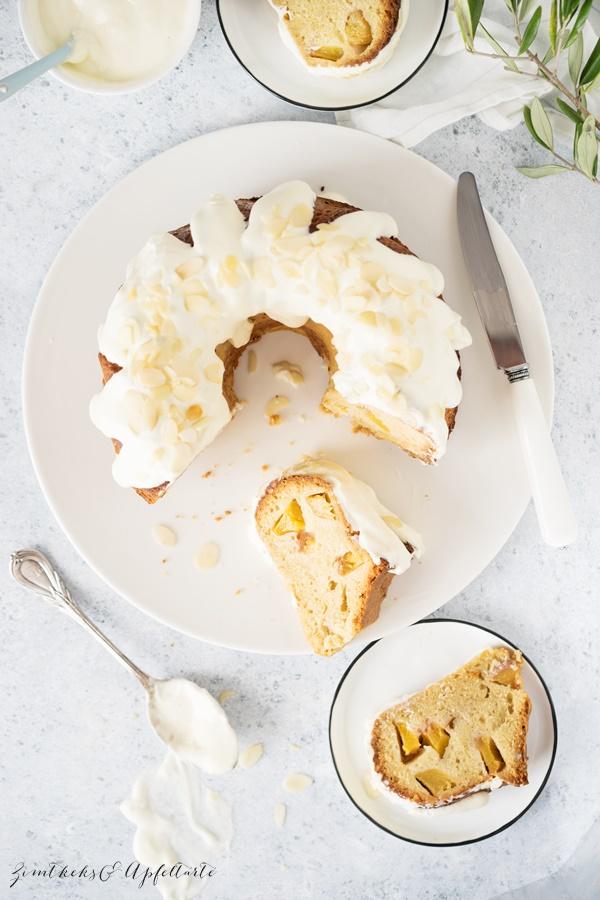 Pfirsich-Gugelhupf mit Mandeln und Frischkäse-Frosting - Rezept von ZimtkeksundApfeltarte.com