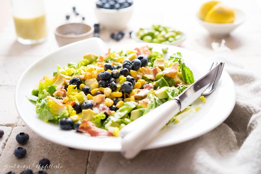 Einfaches Rezept für Sommersalat mit Blaubeeren, Edamame und Honig-Dressing