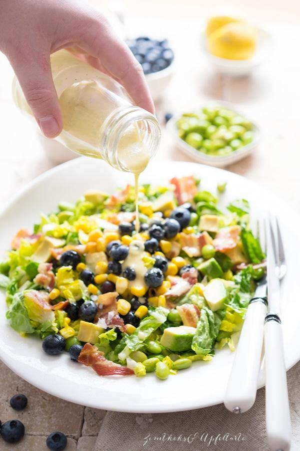 Sommersalat mit Blaubeeren, Edamame und Honig-Dressing - blitzschneller Salat zum Grillen