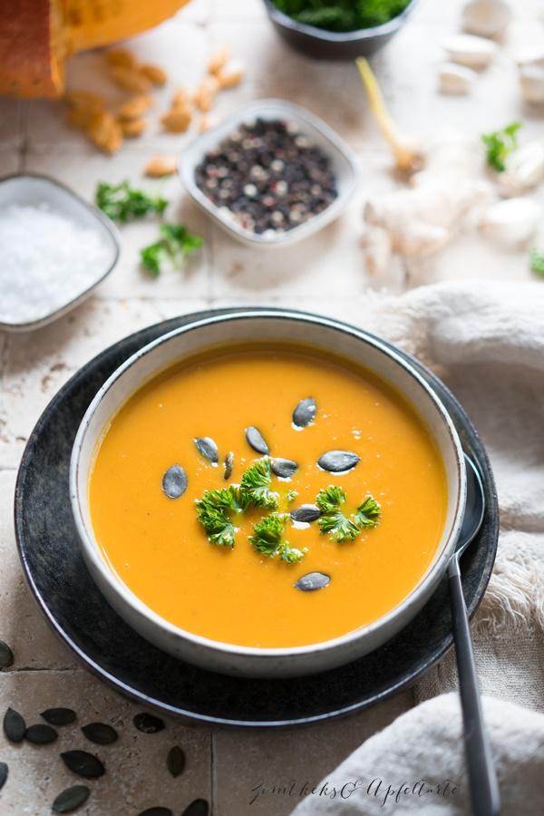 Kürbis-Möhren-Ingwer-Suppe mit Thai-Curry - schnell gekocht und gelingsicher