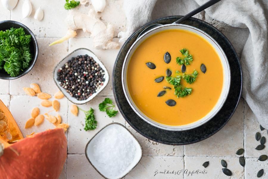 Kürbis-Möhren-Ingwer-Suppe mit Thai-Curry - leccker, schnell gekocht und vegan