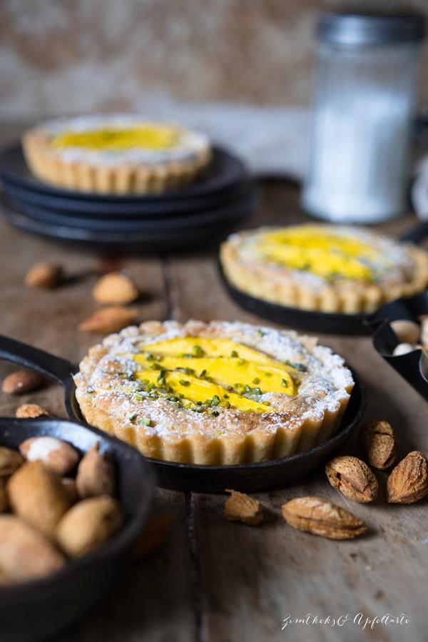Leckeer und einfach: Mango-Tartelettes mit Pistazien-Mandel-Frangipane