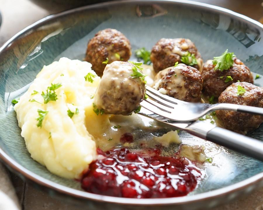 Schwedische Köttbullar mit Rahmsauc3