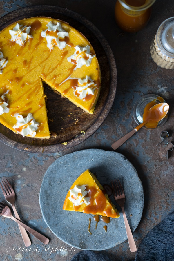 Ganz einfaches und gelingsicheres Rezept für einen Kürbis-Cheesecake mit Salzkaramell