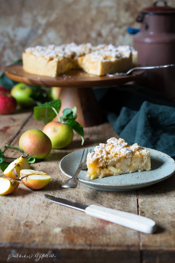 Einfach, lecker und gelingsicher: Omas blitzschneller Apfelkompott-Streuselkuchen