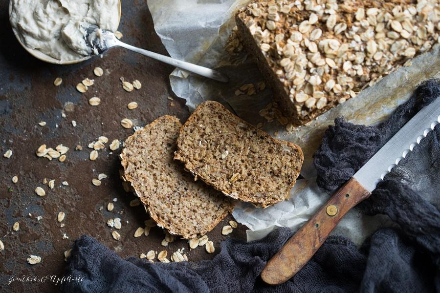 Einfaches und blitzschnelles Hafer-Dinkelbrot - gelingsicheres und leckeres Rezept
