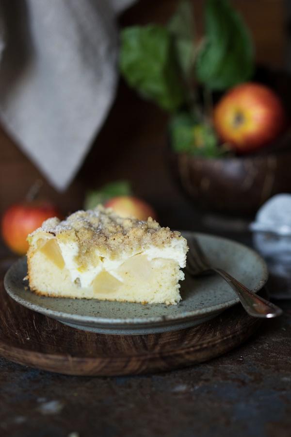 Einfaches und gelingsicheres Rezept für saftigen Skyr-Apfelkuchen mit Zimtstreuseln