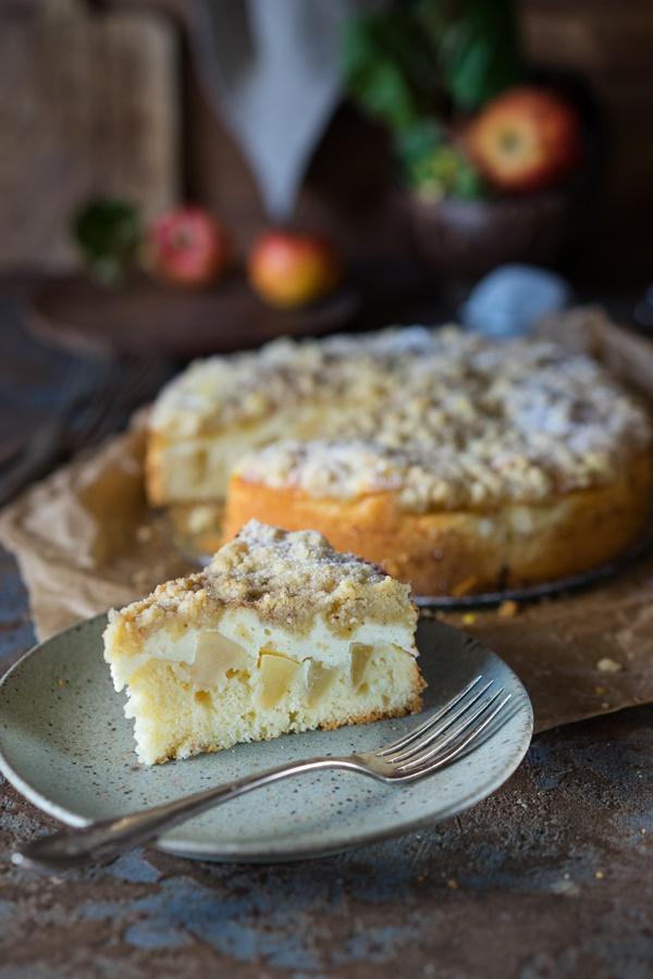 Skyr-Apfelkuchen mit Zimtstreuseln - ein sehr einfaches Rezept für einen saftigen und leckeren Kuchen