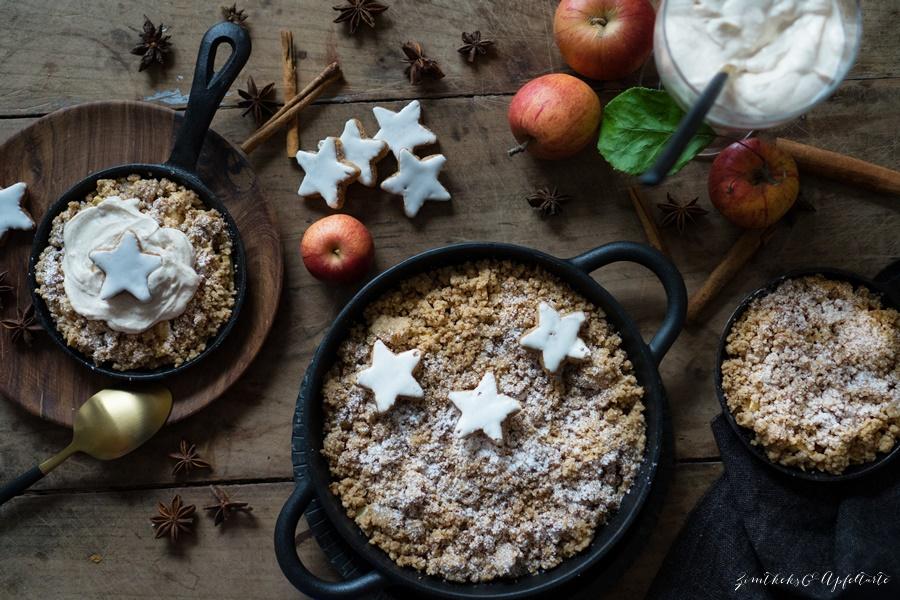 Blitzschnelles Rezept für die Feiertage: Zimtstern-Apfelcrumble mit Orangen-Zimt-Mascarpone