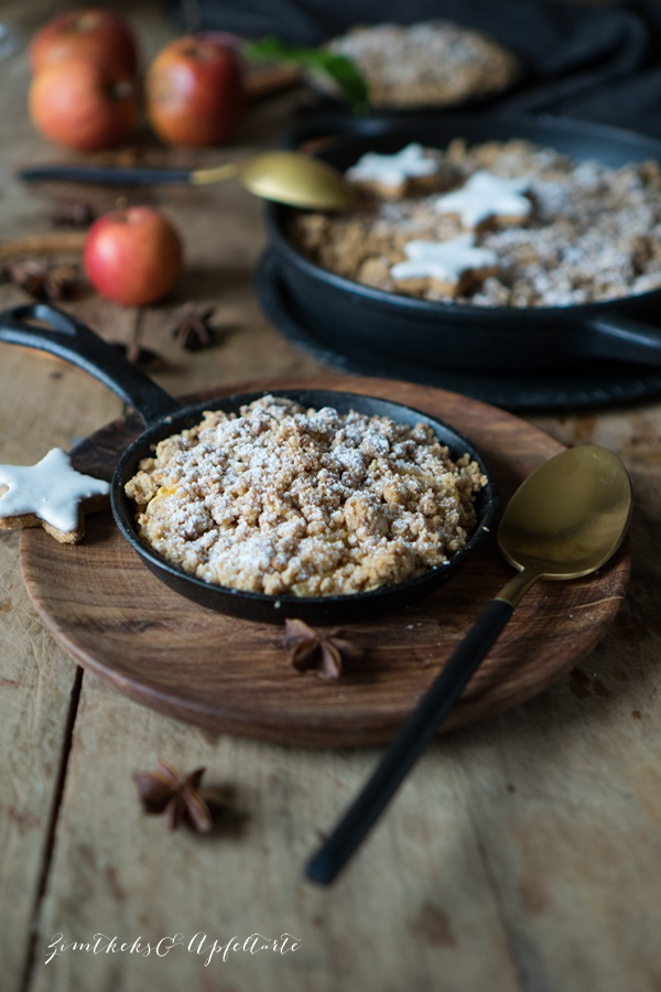 Rezept für Zimtstern-Apfelcrumble mit Orangen-Zimt-Mascarpone