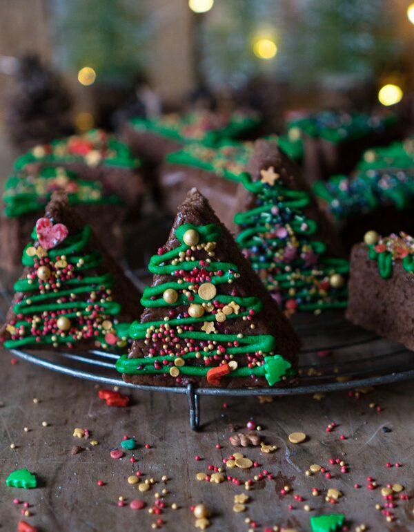 Saftige dekorierte Lebkuchen Tannenbäume mit Sprinkles - ZimtkeksundApfeltarte.com - Andrea Natschke-Hofmann - Foodblog - Foodfotografie - Foodstyling - Fotografie