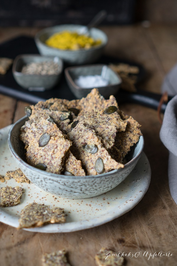 Vegane Dinkel-Leinsamen-Kräcker - Knusperbrot - einfaches und gelingsicheres Rezept