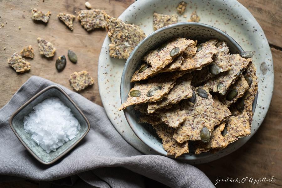 Vegane Dinkel-Leinsamen-Kräcker - Knusperbrot - einfaches Rezept