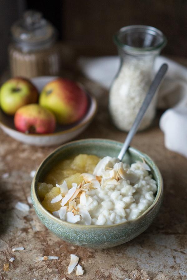 Veganer Kokos-Milchreis mit Apfelkompott einfaches Rezept zum selber kochen