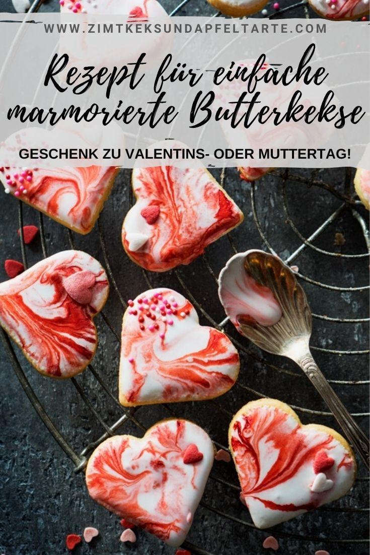 Marmorierte Herz Kekse - Marbled Sugar Cookies - ganz einfaches und gelingsicheres Rezept für ein tolles Geschenk aus der Küche zu Valentinstag oder Muttertag. Ganz einfache Butterkekse mit Royal Icing schnell selber backen.
