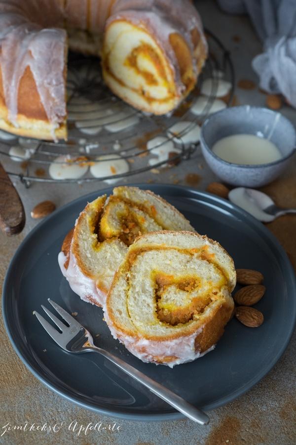 Tolles Rezept zu Ostern: Carrot Cake Hefe-Gugelhupf - Hefe Gugelhupf mit Karottenkuchen-Füllung