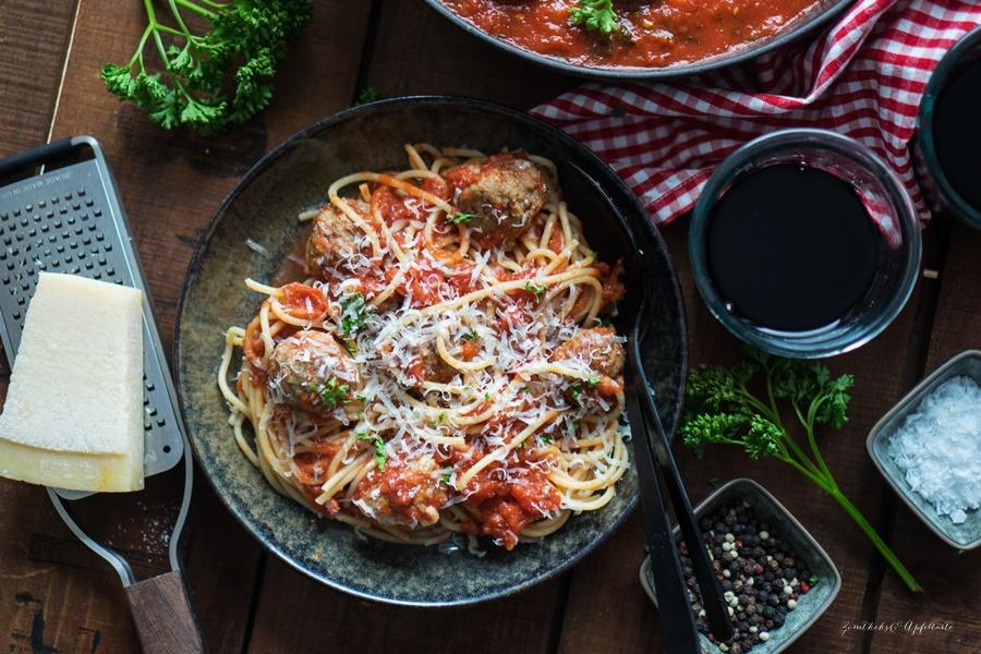Spaghetti and Meatballs - Blitzrezept für Fleischbällchen in Tomatensauce super einfach