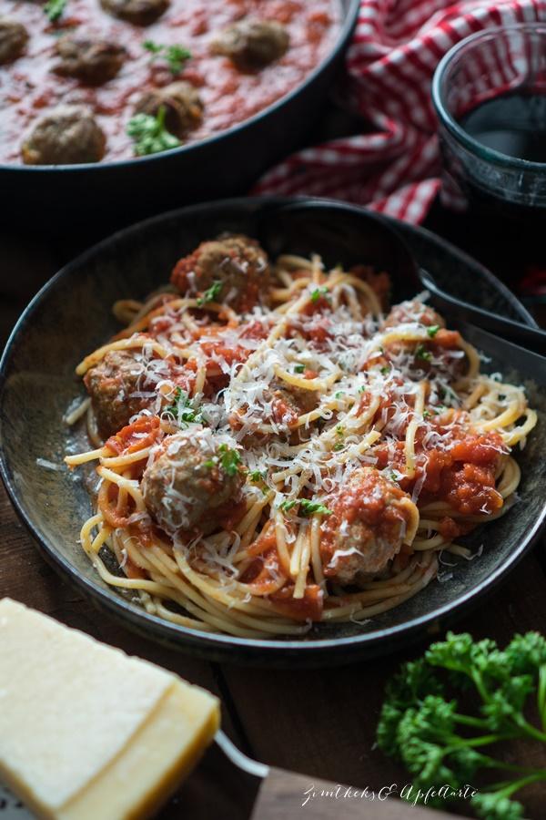 Spaghetti and Meatballs - Blitzrezept für Fleischbällchen in Tomatensauce einfaches und schnelles Rezept auch für Kids