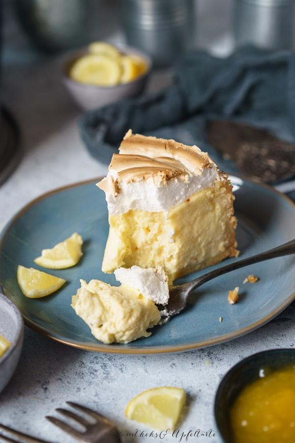 Rezept für weltbester und cremigster Käsekuchen ever mit Lemon-Curd und Meringue