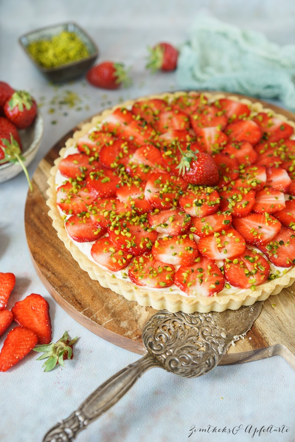 Einfaches und gelingsicheres Rezept für fruchtige Erdbeertarte mit Mascarpone-Lemon-Curd-Creme