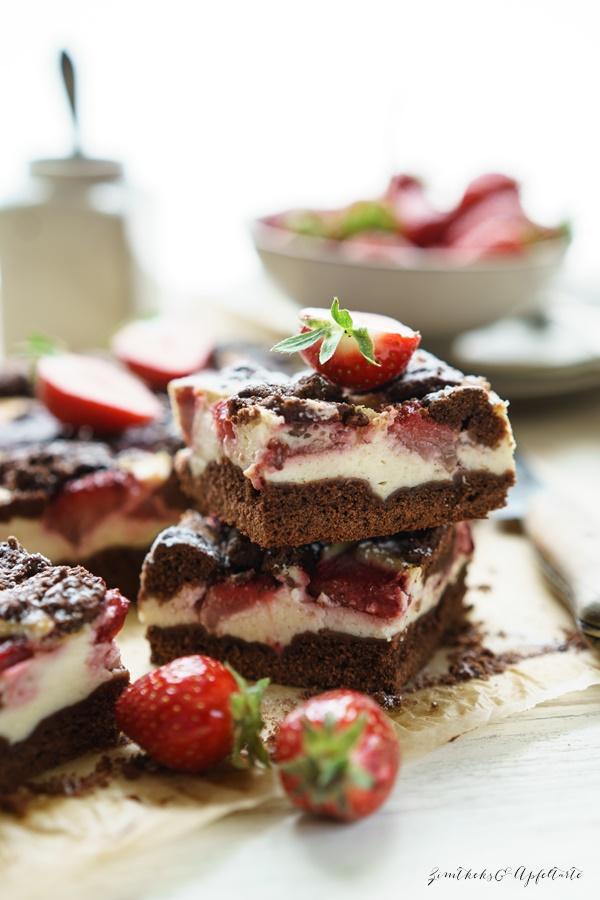Ganz einfaches Rezept für russischer Zupfkuchen vom Blech mit Erdbeeren