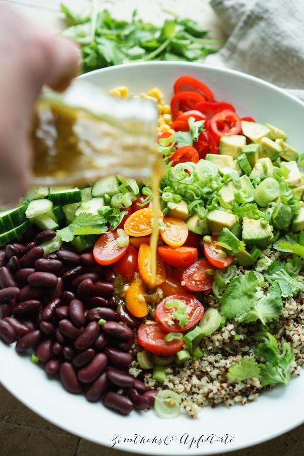 Der perfekte Grillsalat und Beilage - bunter Quinoa-Salat mit Limettendressing