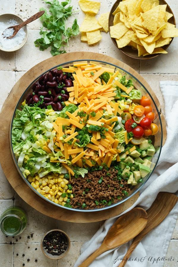 Taco Salat mit Koriander-Dressing - einfaches und schnelles Rezept