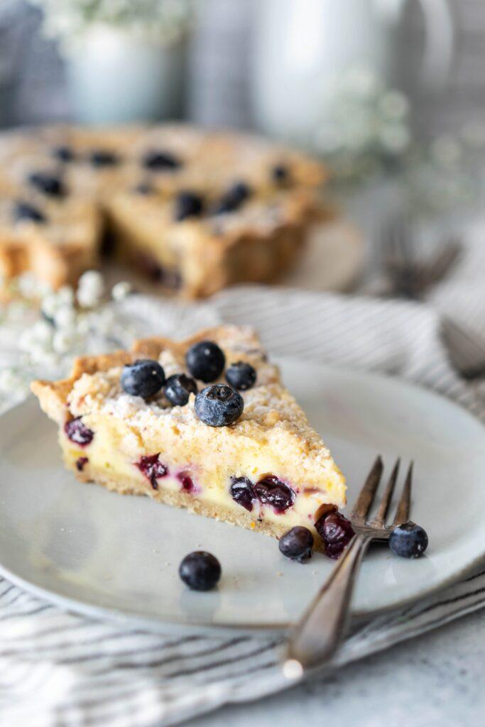 Blaubeer-Tarte mit Vanille-Schmand und Streuseln - gelingsicheres Rezept
