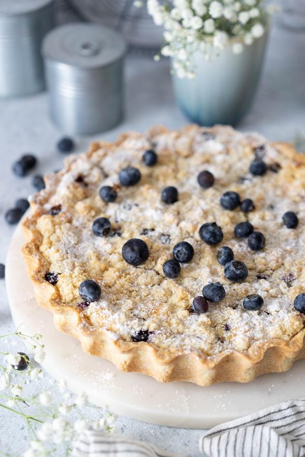 Blaubeer-Tarte mit Vanille-Schmand und Streuseln einfaches Rezept