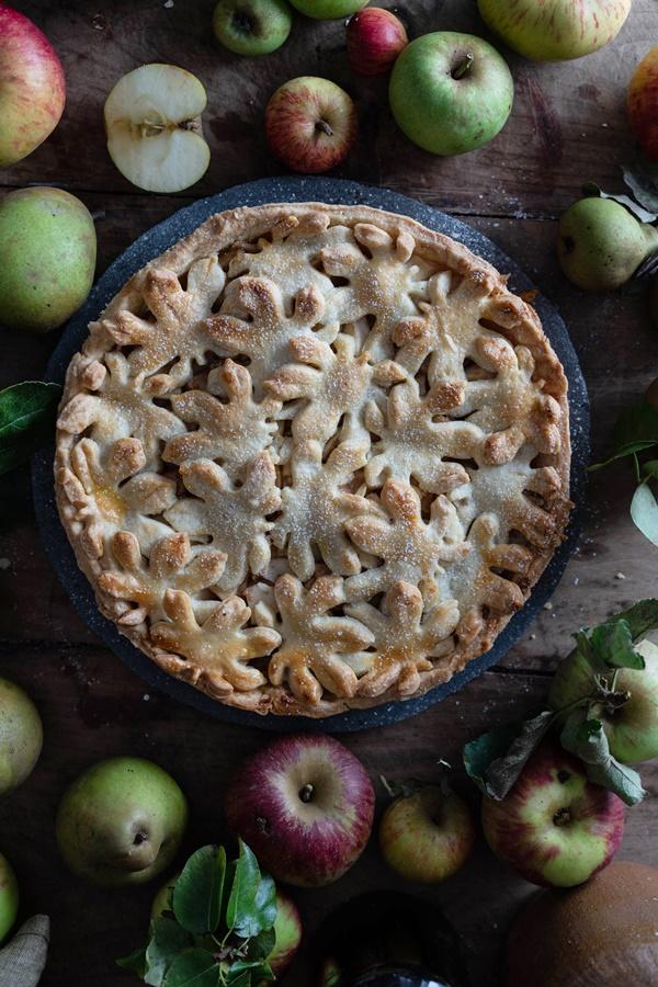 Einfaches und gelingsicheres Rezept für gedeckter Birnen-Apfel-Kuchen - Spiced Pear Apple Cake